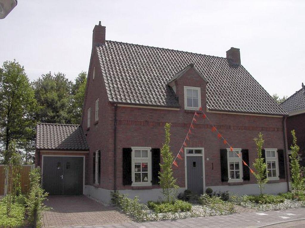 Vrijstaand woonhuis in Zeeland bj  2007